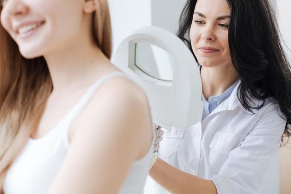 esami nei dermatologo