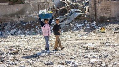 Siria, Raqqa: ordigni inesplosi e trappole-bomba ovunque, anche in un peluche