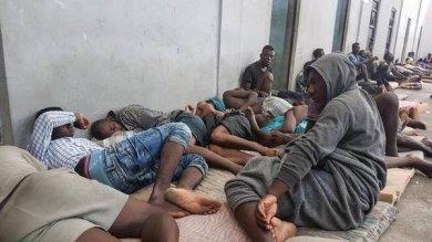 Migranti economici, le Commissioni Territoriali: fabbriche di mendicanti e sfruttati made in Italy