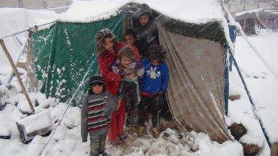 Siria, nel Nord Ovest decine di migliaia di persone lottano per sopravvivere al freddo