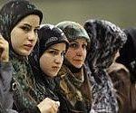 Iran, la giovane che si tolse il velo condannata a due anni di prigione