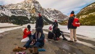 """Migranti, """"Cartoline dalle Alpi"""" per raccontare gli sconfinamenti tra Italia e Francia"""