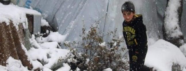 Siria,  almeno 7 bambini sono morti per il gelo e per le terribili condizioni di vita nei campi per sfollati di Idlib