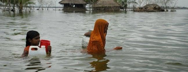 Asia Meridionale, 4 milioni di bambini a rischio per le inondazioni e molti altri per la pandemia