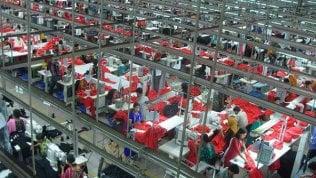 Asia,  stipendi negati durante la pandemia: lavoratori dell'abbigliamento con il  38% in meno, In alcune regioni dell'India si supera il 50%.