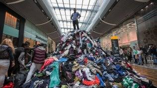 """""""L'industria della moda usa e getta è insostenibile per il pianeta e per le persone"""": il progetto """"CambioModa"""""""