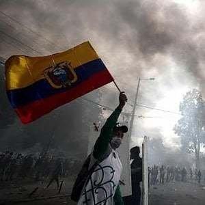 """Ecuador, i nativi denunciano il governo per """"crimini contro l'umanità"""": """"Non dimentichiamo e non perdoniamo"""", dicono"""