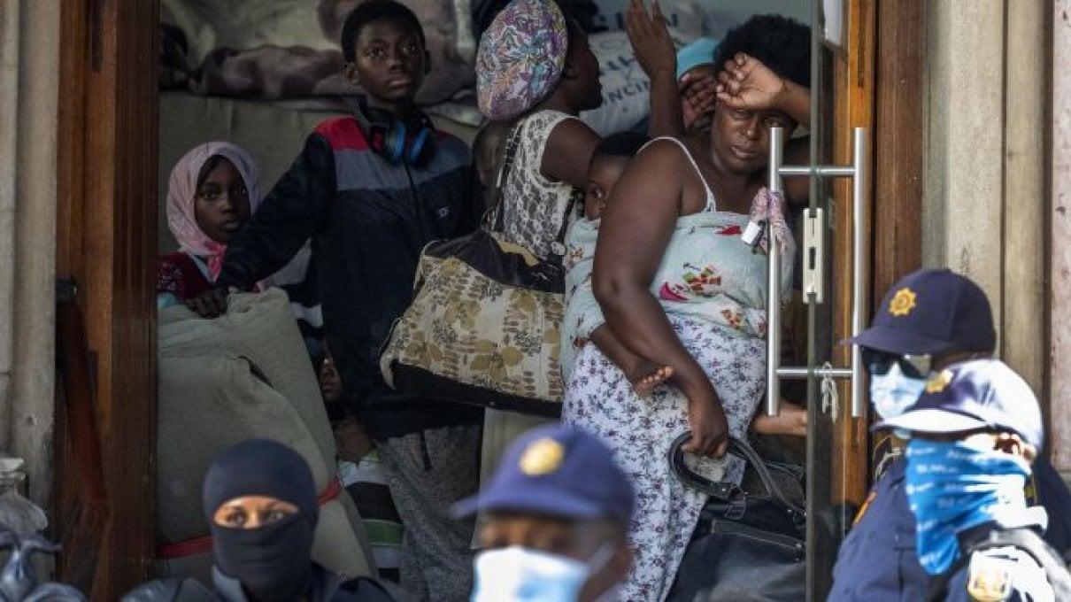 Pandemia, in Italia lo spettro della povertà assoluta e della dispersione scolastica, già al 13,5%.; la mortalità infantile nel mondo più 45%