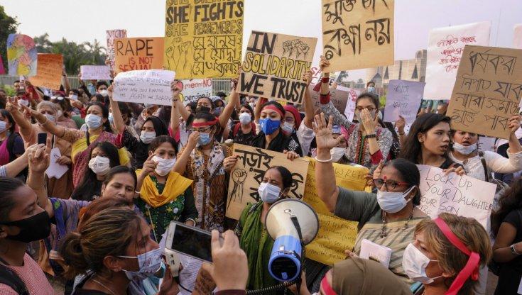Bangladesh, Dhaka, condanne a morte per fermare gli stupri: in 9 mesi 43 donne sono morte e 12 si sono suicidate